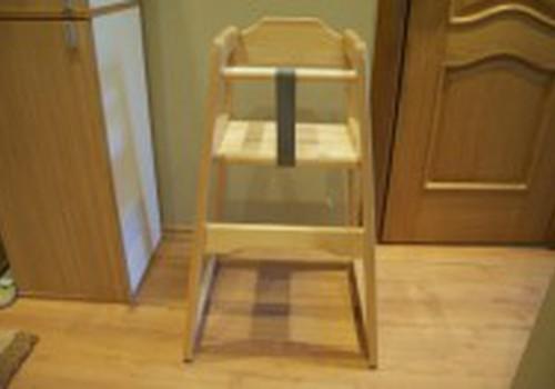 Kėdučių dvikova: medinė ar plastikinė?