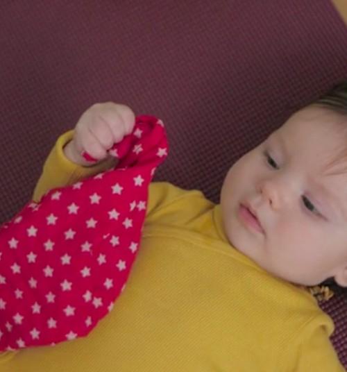 Kūdikio vystymosi vadovas: 4 mėnuo + konkursas