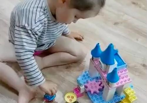 Kaip dukrytė statė princesės pilį...