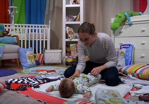 """TV laida """"Mamyčių klubas"""" 2017 02 12: kada mokyti vaikus plaukti, 7 vaikų mama, handlingo ABC ir Šapiro receptas"""