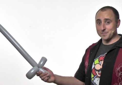 VIDEO pamokėlė: Kaip pasidaryti kardą iš baliono