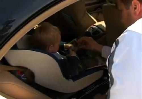 Dėmesio. Vaikas automobilyje!