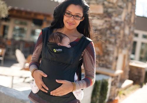 5 priežastys nešioti kūdikį nešynėje