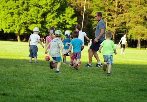 Aktyvios šeimos laukiamos sporto stovykloje