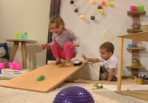 """VIDEO: """"Huggies® Stebuklingas kambarys"""" apie vaikų vystymąsi. 6 SERIJA"""