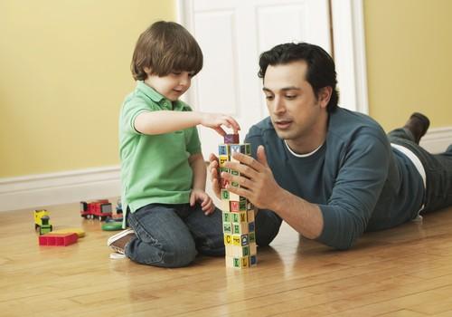"""Geriausias tėtis: Kas tapo KOVO mėnesio Tėčiu ir su šeima eis į restoraną """"Jurgis ir Drakonas""""?"""
