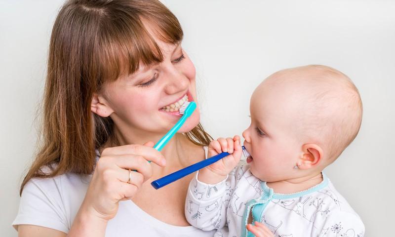 4 patarimai, kaip tinkamai prižiūrėti mažylio dantukus