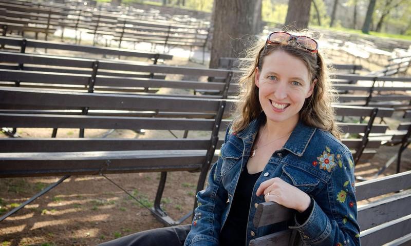 """Rašytoja Kelly Barnhil: """"Buvau vienišas vaikas ir socialiai nerangi"""""""