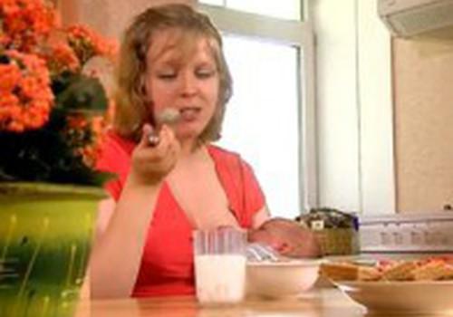 Kokia turėtų būti žindančios mamos mityba: interviu su gydytoja
