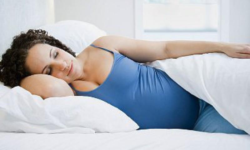 Ar galima nėščiai miegoti ant pilvo?
