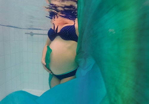 Treniruotės būsimoms mamoms vandenyje patogesniu laiku