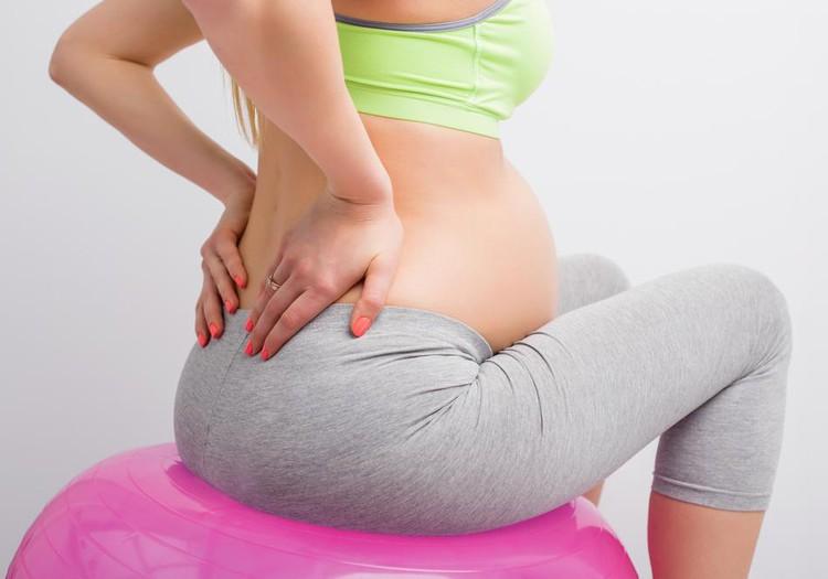 Kodėl nėštumo metu skauda nugarą: kaip sau padėti?