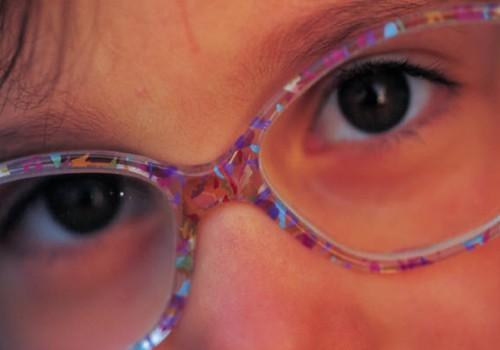 Gydytojai sunerimę: vis daugiau jaunų žmonių skundžiasi akių ligomis