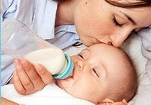 Kūdikių, maitinamų mišinukais, išmatos būna kietesnės
