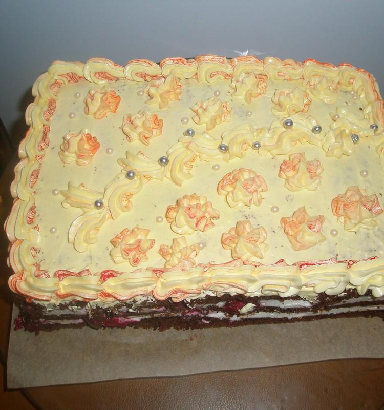 Šokoladinis pyragas su varškės kremu ir vyšniomis:-)