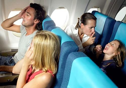 Keliaujame su vaiku: ką veikti lėktuve?
