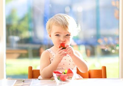 Uogų ir daržovių sezonas: kiek ir kokių duoti mažyliui?