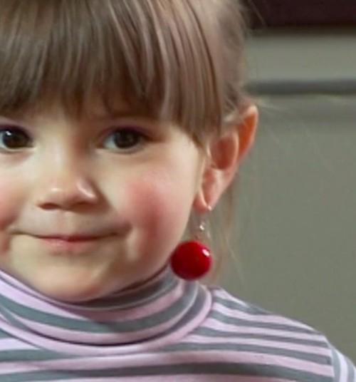 Patarimai tėvams, nusprendusiems vaiko ausis papuošti auskariukais