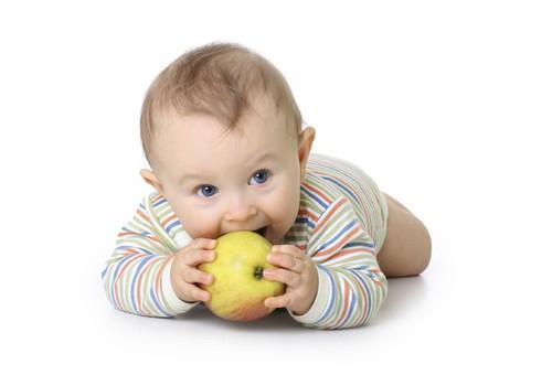 Nereikia padėti verstis mažyliui – jis pats tai padarys