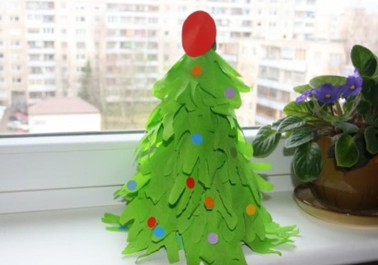 Pasidaryk pats: Kalėdinė eglutė iš tampomo popieriaus