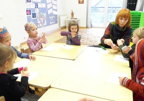 VIDEO: Kokią įtaką vaiko emocijoms daro pasakų ir dailės terapija?