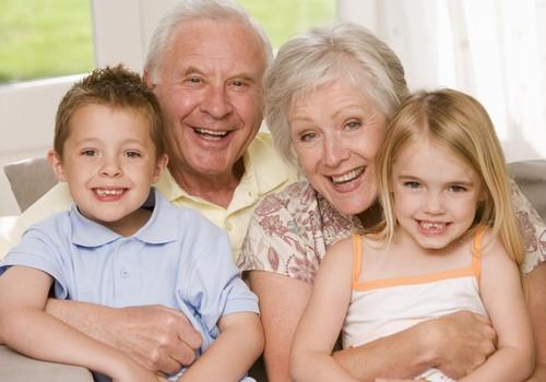 Kaip tinkamai bendrauti su močiute ir seneliu?