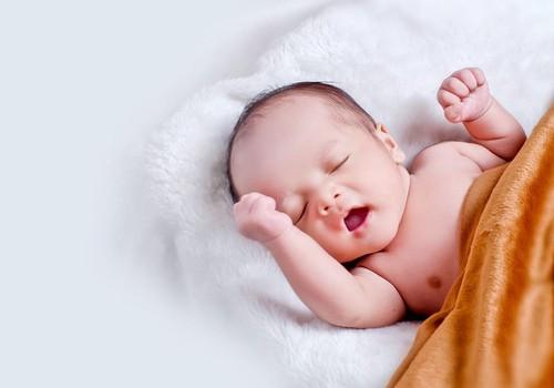 5 rekomendacijos, kaip prižiūrėti naujagimio bambutę: konsultuoja neonatologė