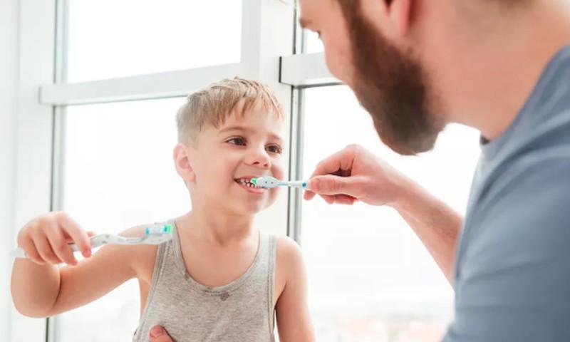 """Odontologė: """"Nenori valytis dantukų? Paverskite tai kasdieniu žaidimu"""""""