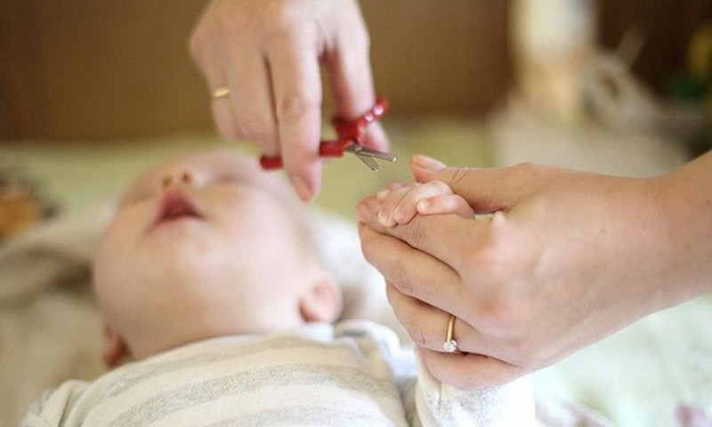 FOTO: Kaip apkirpti mažyliui nagučius?