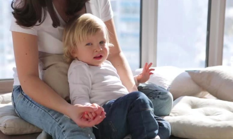Kaip atpratinti vaiką nuo nemalonaus įpročio - rankos draskymo?