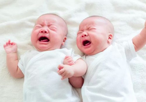 9 priežastys, kodėl kūdikiai verkia