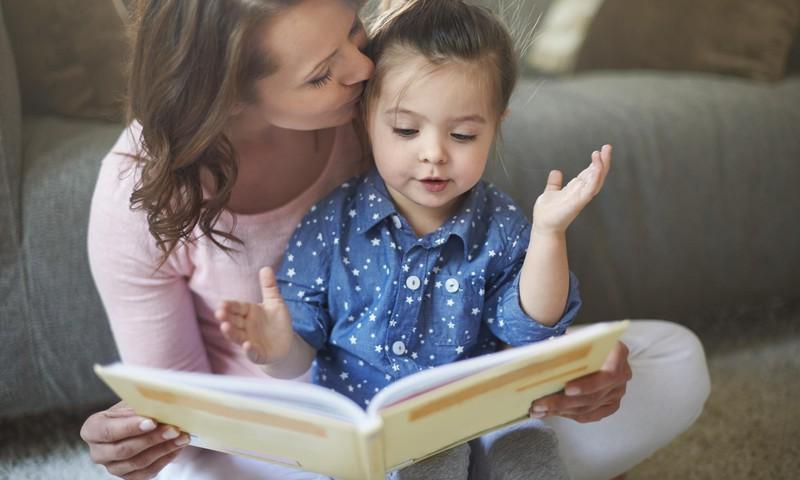 Kodėl vaikai nori, kad tėvai nuolat skaitytų tą pačią knygą? TOP 5 patarimai