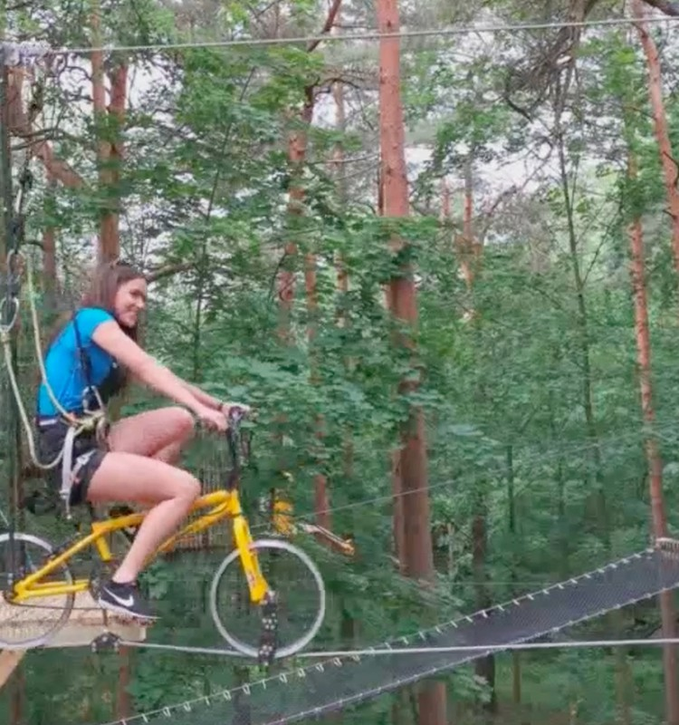 Nauja pramoga: su dviračiu - po medžius!
