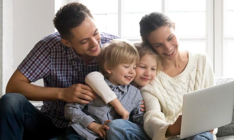 Du didžiausi alfa kartos tėvų iššūkiai: kaip suprasti vieniems kitus ir pamilti knygą?
