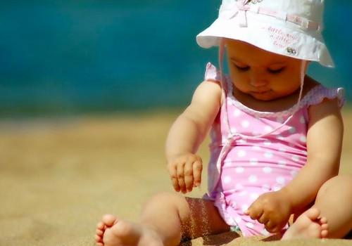 9 patarimai, kaip apsaugoti vaikus karštą dieną