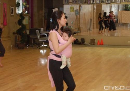 Šokti – su kūdikiu nešynėje!