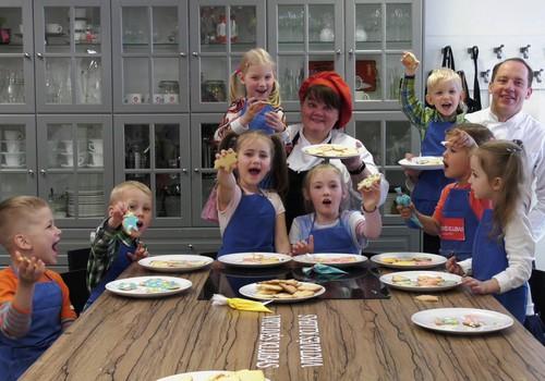 """VIDEO """"Gaminame su vaikais"""": sviestiniai sausainiai su """"Virtuvės klubu"""""""