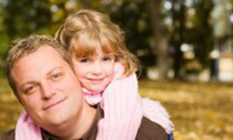 Moteris - šeimos maitintoja, vyras - namuose su vaiku