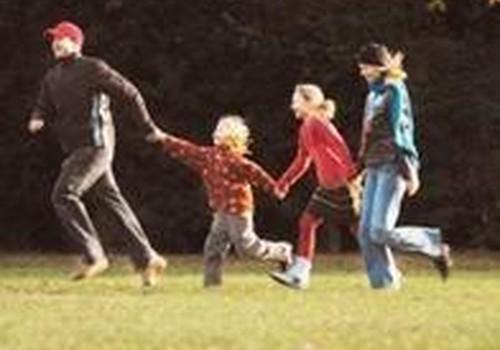 Vaikų turinčios šeimos gyvenimu patenkintos labiau