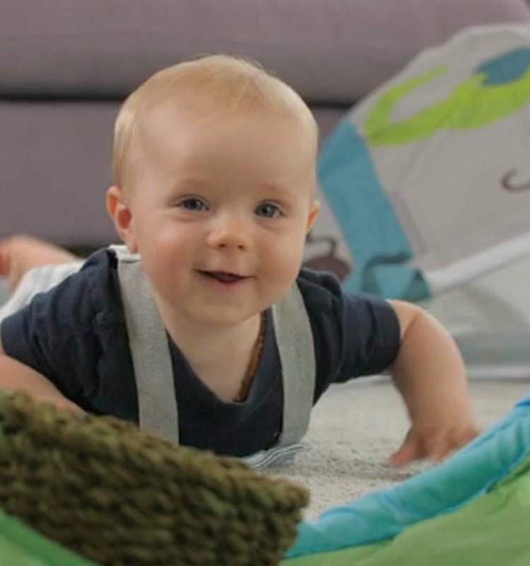 VIDEO: Kūdikio vystymosi vadovas aštuntą mėnesį