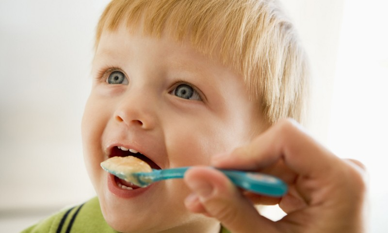 Kokie gali būti mitybos sutrikimai mažiems vaikams ir kaip jų išvengti?