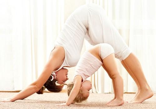 Sporto užsiėmimai mamai su kūdikiu: kalbiname kineziterapeutą