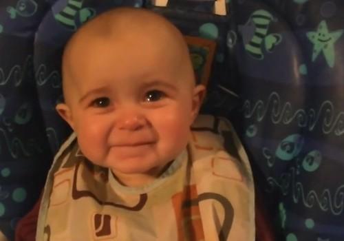 Neįtikėtinas video, kaip vaiką pravirkdo mamos daina
