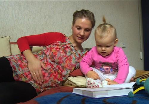 TV Mamyčių klubas 2015 02 06: kaip pasiūti pirmuosius batukus, teisingai perrengti kūdikį ir pilvelio prisilietimai