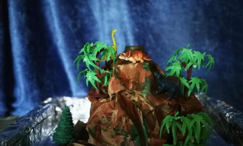 Ugnikalnio eksperimentas DINO gimtadieniui