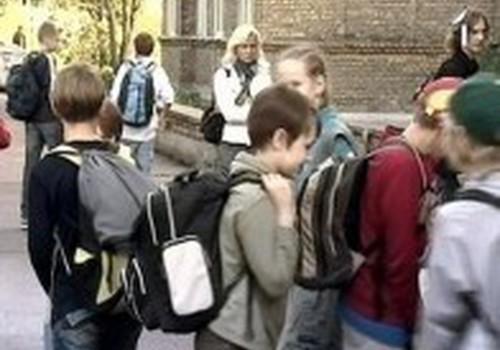 Hiperaktyvumas išryškėja pradėjus lankyti mokyklą