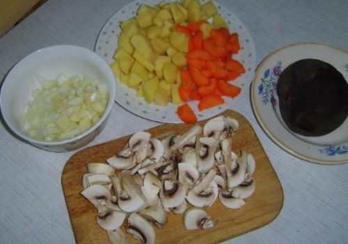Burokėlių sriuba su pievagrybiais