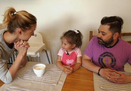 TV Mamyčių klubas 2018 06 03: lavinamasis kilimėlis kūdikiui, Rafailo Karpio tėvystė, mokome vaikus dosnumo, MK tortadienio akimirkos