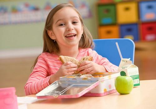 Kas trukdo, kad vaikų maitinimas būtų sveikatai palankus?