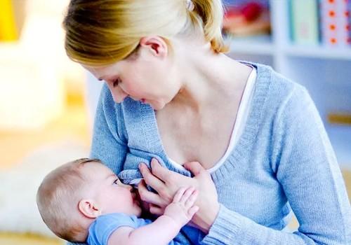 Maitinamas iš buteliuko kūdikis geriau miega, nei žindomas?